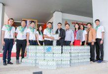 """มหาวิทยาลัยขอนแก่น รับมอบน้ำดื่มจากบริษัทบางจาก คอร์ปอเรชั่น จำกัด (มหาชน) จำนวน 540 ขวด เพื่อสนับสนุนกิจกรรมจิตอาสาทำความดีด้วยหัวใจ """"ชาว มข. ร่วมใจพัฒนาสวนไทรถวายในหลวง ร.10"""""""