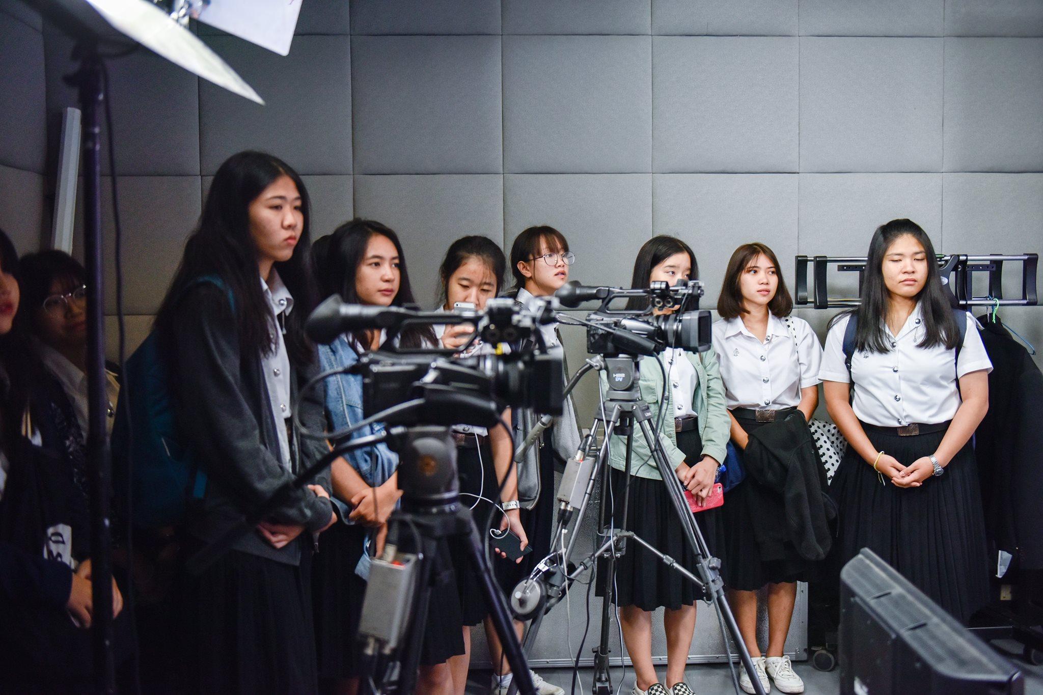 กองสื่อสารองค์กร ให้การต้อนรับ นศ.เวชนิทัศน์ ดูงานด้านการผลิตสื่อประชาสัมพันธ์